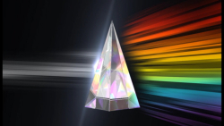 Spinning Glass Pyramid_2